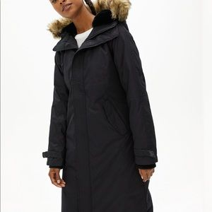 Aritzia long summit parka-small,black, worn once